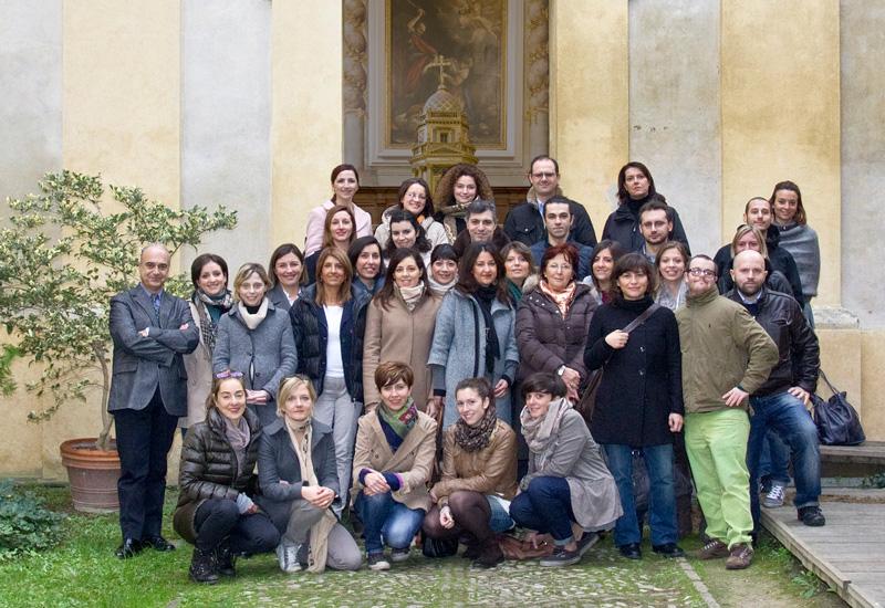 Lo staff di RavennAntica, anno 2012, all'ingresso della Domus dei Tappeti di Pietra.