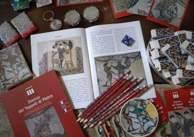 catalogo-tappeti-cartoline-matite-portachiavi-panoramica