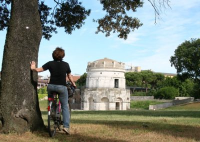 mausoleo-di-teodorico-ravenna-bici