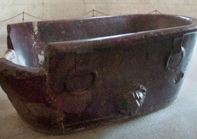 mausoleo-di-teodorico-ravenna-con-particolare-della-vasca